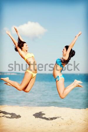 Stockfoto: Meisjes · bikini · springen · strand · zomer · vakantie