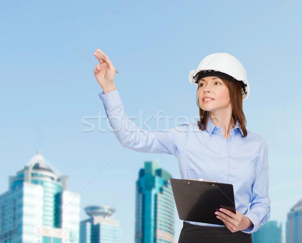 Сток-фото: улыбаясь · деловая · женщина · шлема · буфер · обмена · здании · развивающийся