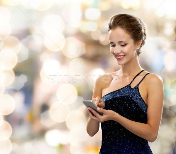Mosolygó nő estélyi ruha okostelefon technológia kommunikáció emberek Stock fotó © dolgachov