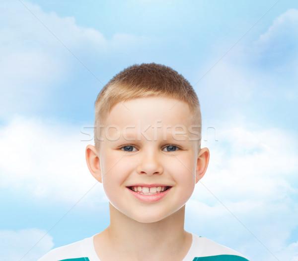 Sonriendo pequeño nino verde felicidad infancia Foto stock © dolgachov