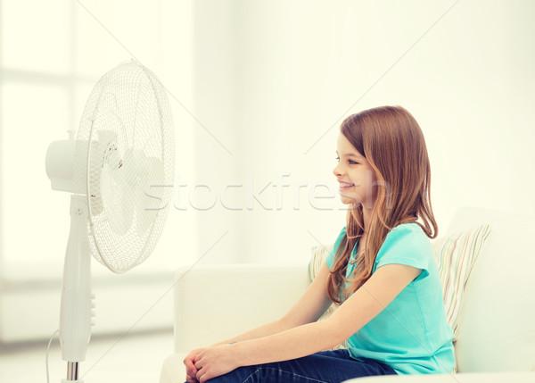 笑みを浮かべて 女の子 ビッグ ファン ホーム 夏 ストックフォト © dolgachov