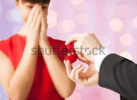 Paar Ehering Geschenkbox Bild Frau Hände Stock foto © dolgachov