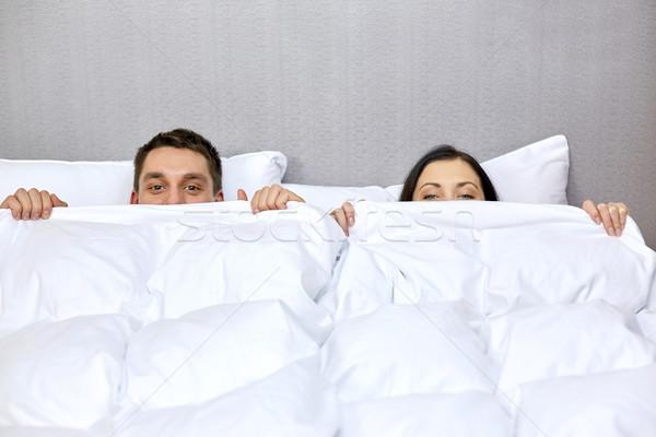 Stock fotó: Boldog · pár · rejtőzködik · pléd · ágy · emberek