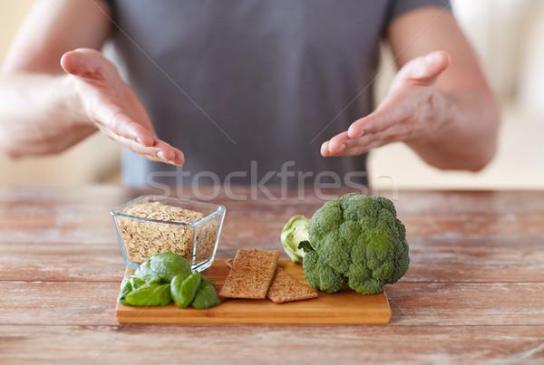 Homme mains alimentaire riche Photo stock © dolgachov