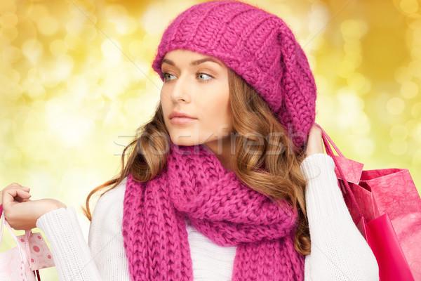 Fiatal nő tél ruházat bevásárlótáskák ünnepek karácsony Stock fotó © dolgachov