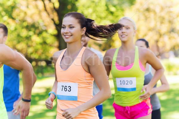 Mutlu genç yarış rozet sayılar uygunluk Stok fotoğraf © dolgachov