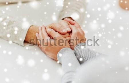 Felice sposato lesbiche Coppia mani Foto d'archivio © dolgachov
