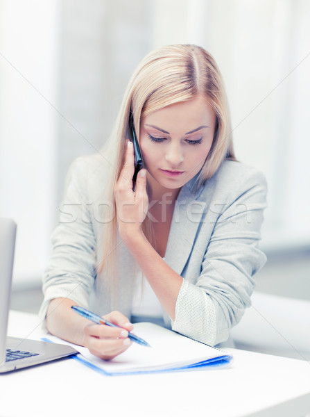 Photo stock: Femme · d'affaires · téléphone · parler · prendre · des · notes · étudiant · éducation
