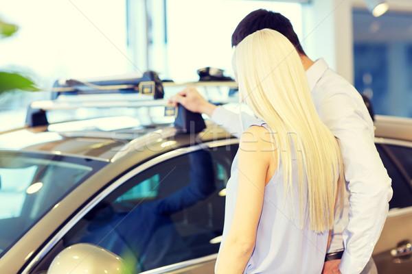 Foto stock: Pareja · compra · coche · auto · mostrar · salón
