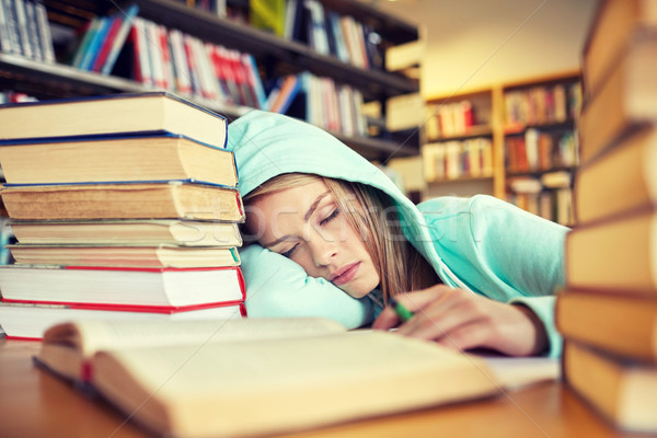 student and sleep Sleep deprivation may be undermining teen health 26 percent of high school students routinely sleep less than 65 hours on school nights.