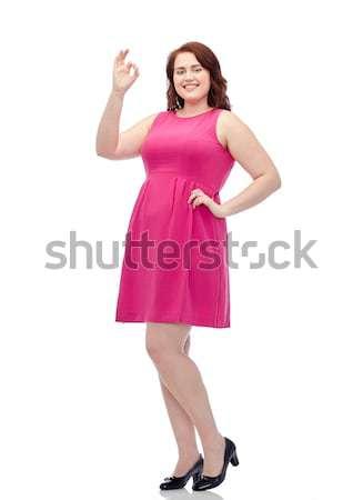 Felice giovani plus size donna posa rosa Foto d'archivio © dolgachov