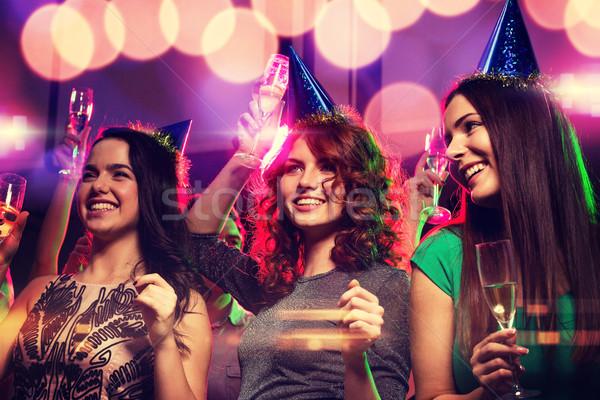 Lächelnd Freunde Gläser Champagner Club Party Stock foto © dolgachov