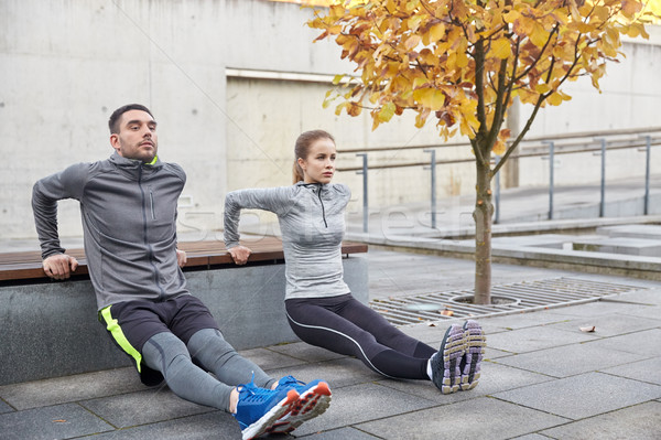Couple triceps rue de la ville banc fitness Photo stock © dolgachov