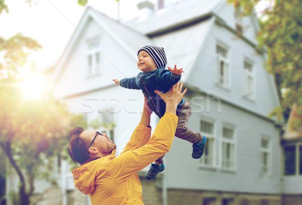 Hijo de padre jugando aire libre familia infancia Foto stock © dolgachov