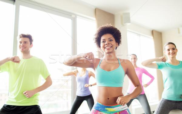 Grupo pessoas felizes dança ginásio fitness Foto stock © dolgachov
