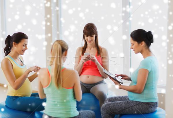 Feliz embarazadas mujeres gimnasio embarazo Foto stock © dolgachov