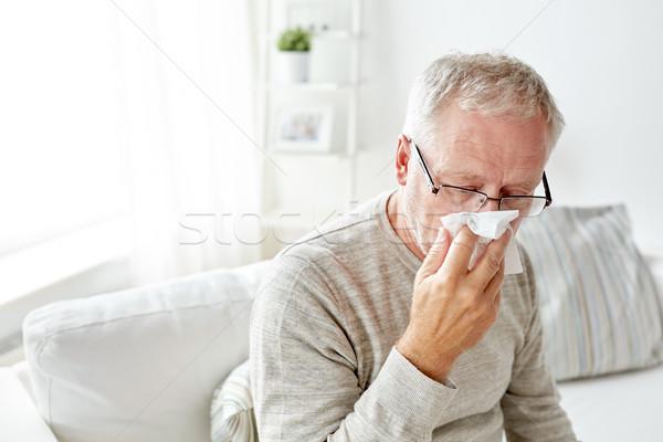 Hasta kıdemli adam kâğıt silme burun üfleme Stok fotoğraf © dolgachov