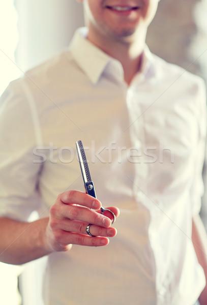 Közelkép férfi stylist olló szalon szépség Stock fotó © dolgachov