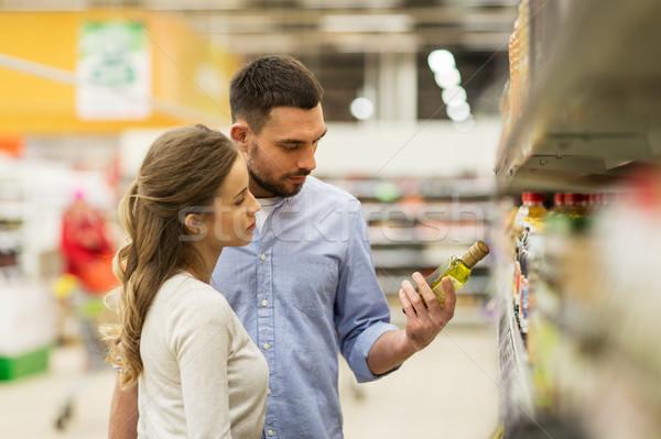 Feliz casal compra azeite mercearia compras Foto stock © dolgachov