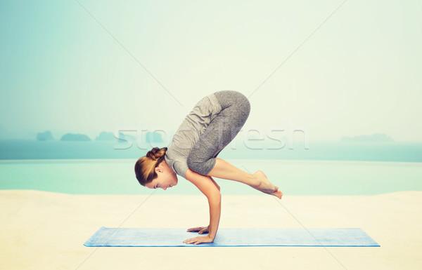 Mulher ioga guindaste pose fitness Foto stock © dolgachov
