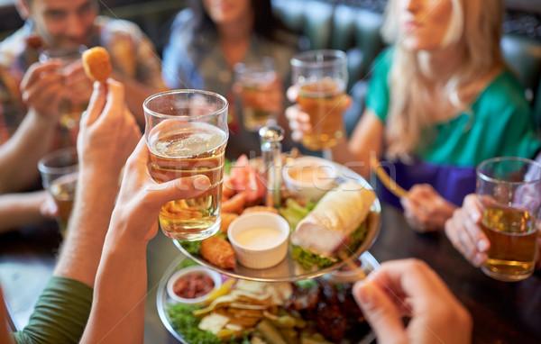 счастливым друзей еды питьевой Бар Паб Сток-фото © dolgachov