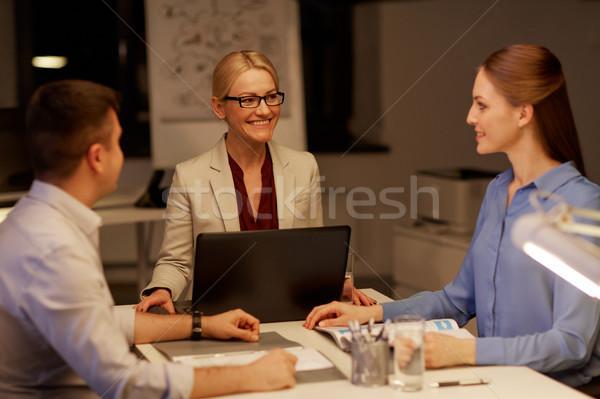 Squadra di affari laptop lavoro tardi ufficio business Foto d'archivio © dolgachov