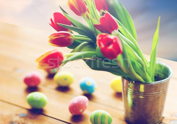 Tulp bloemen emmer paaseieren tabel Pasen Stockfoto © dolgachov