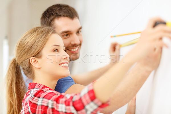 笑みを浮かべて カップル 壁 修復 建物 ストックフォト © dolgachov