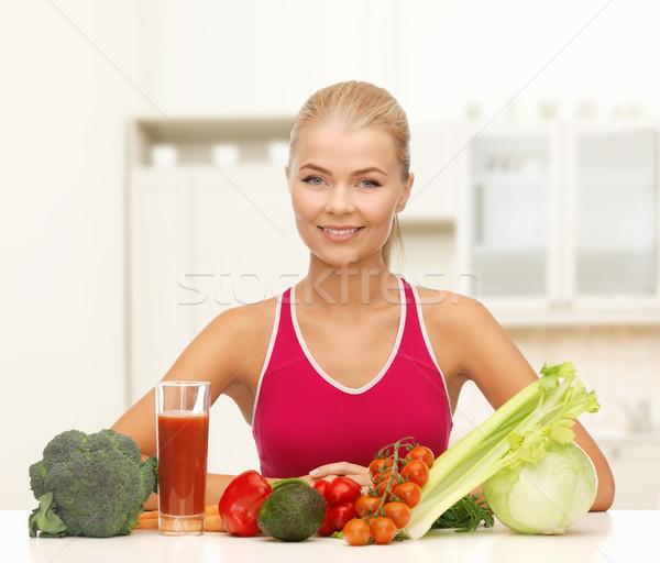 Sonriendo alimentos orgánicos mesa fitness dieta Foto stock © dolgachov