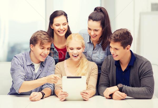 Mosolyog diákok táblagép iskola oktatás technológia Stock fotó © dolgachov