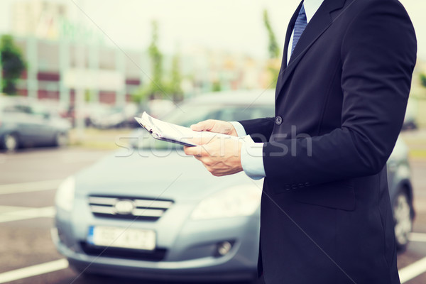 Adam araba belgeler dışında taşımacılık mülkiyet Stok fotoğraf © dolgachov
