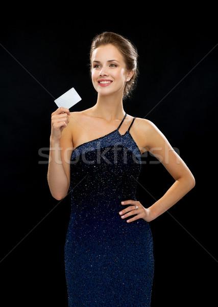 Sorrindo vestido de noite cartão de crédito riqueza dinheiro Foto stock © dolgachov