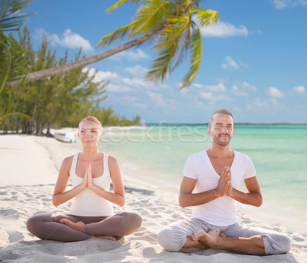 Stok fotoğraf: Gülen · çift · meditasyon · tropikal · plaj · spor · yoga