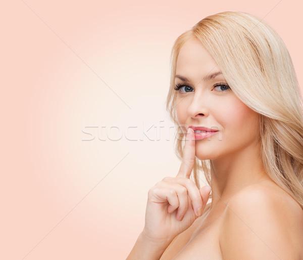 Foto stock: Hermosa · senalando · dedo · labios · salud