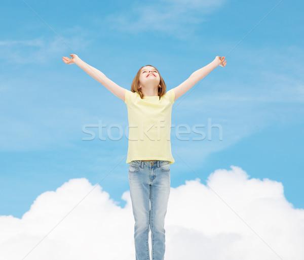 Stok fotoğraf: Gülen · genç · kız · kaldırdı · ellerini · mutluluk · özgürlük · gelecek
