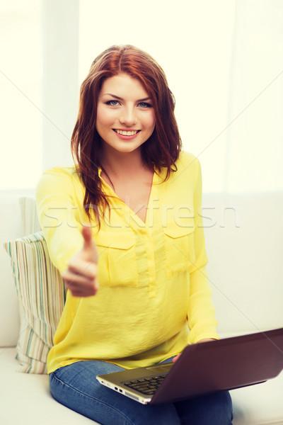 Sorrindo computador portátil casa tecnologia internet sessão Foto stock © dolgachov