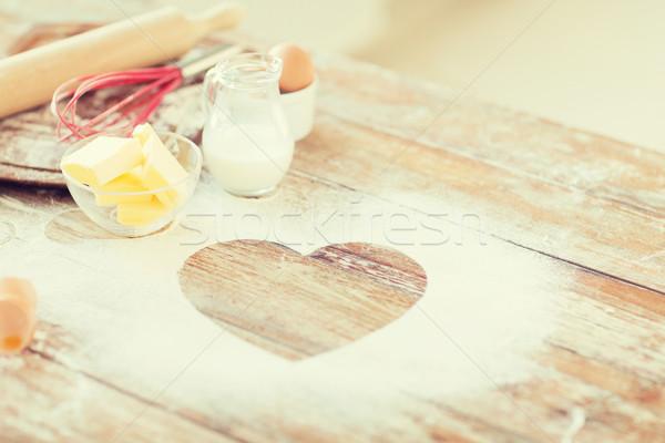 Hart meel houten tafel home cooking liefde Stockfoto © dolgachov