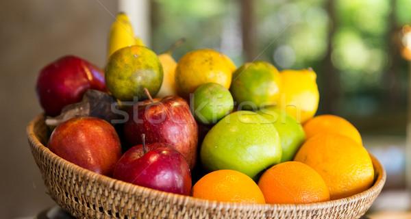 Kosár friss érett lédús gyümölcsök konyha Stock fotó © dolgachov