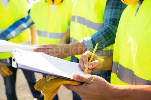 Bouwers schrijven industrie gebouw Stockfoto © dolgachov