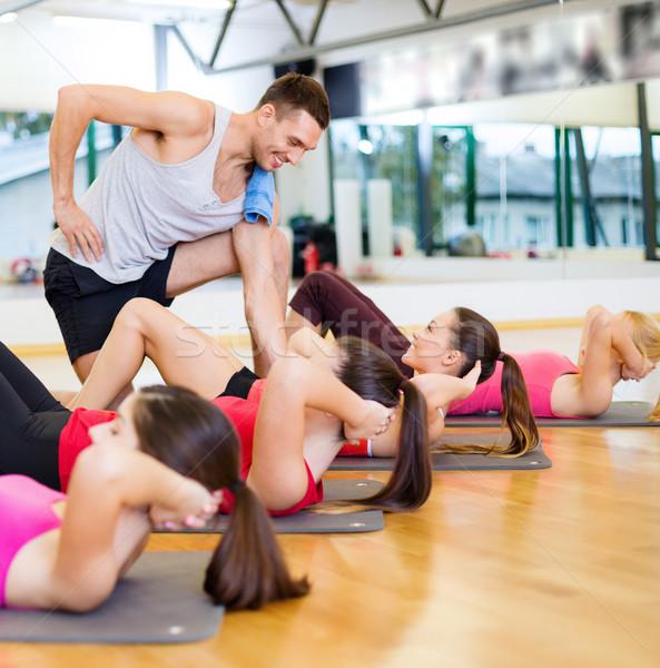 Stok fotoğraf: Grup · gülen · kadın · oturmak · spor · salonu · uygunluk