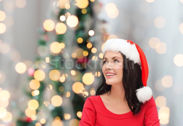 Uśmiechnięta kobieta Święty mikołaj pomocnik hat zimą wakacje Zdjęcia stock © dolgachov