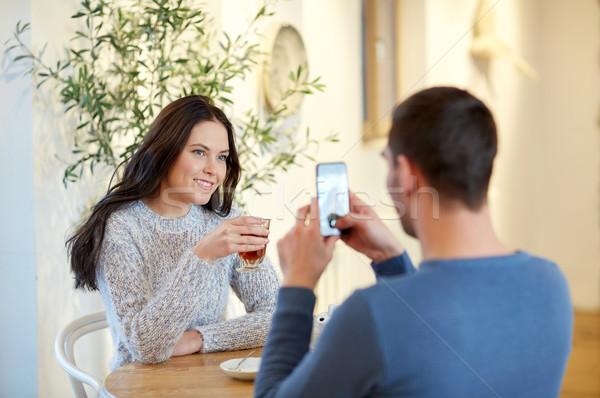 Man foto vrouw smartphone cafe Stockfoto © dolgachov