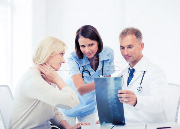 Foto d'archivio: Medici · paziente · guardando · Xray · sanitaria · medici