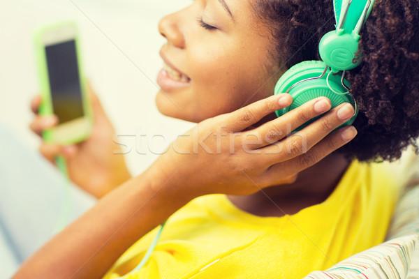 Сток-фото: счастливым · африканских · женщину · смартфон · наушники · люди