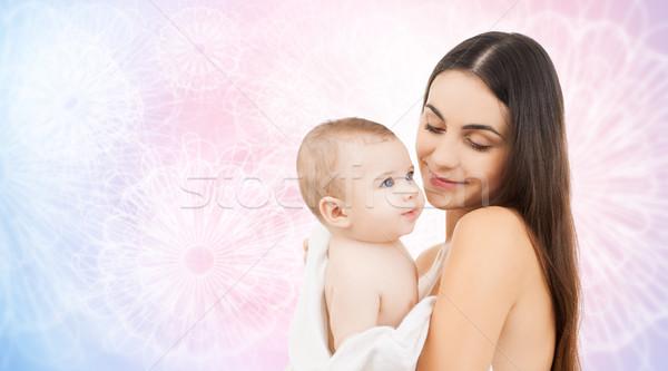 Boldog anya tart imádnivaló baba család Stock fotó © dolgachov