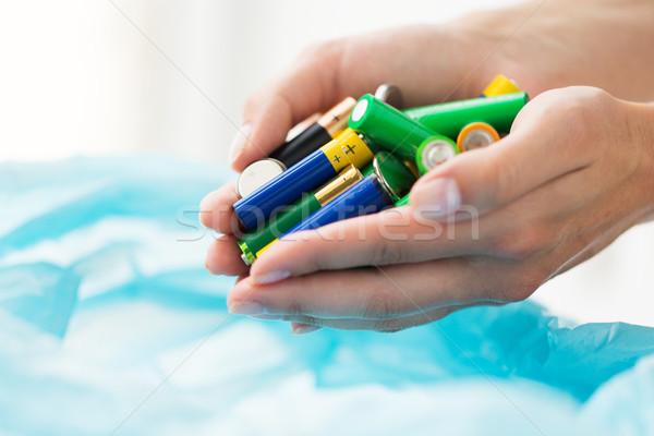 Közelkép kezek elemek hulladék táska szemét Stock fotó © dolgachov