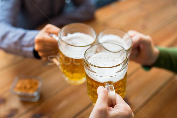 Stock fotó: Közelkép · kezek · sör · bár · kocsma · emberek