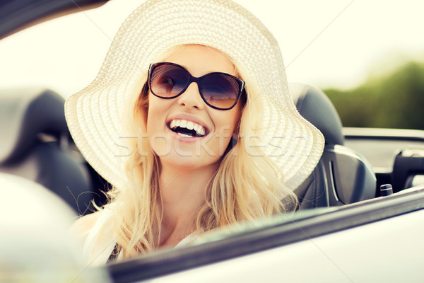 Gelukkig vrouw rijden kabriolet auto vervoer Stockfoto © dolgachov