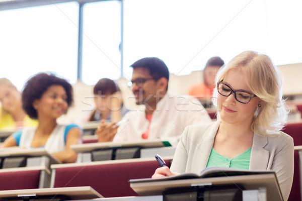 Student dziewczyna piśmie notebooka wykład sali Zdjęcia stock © dolgachov