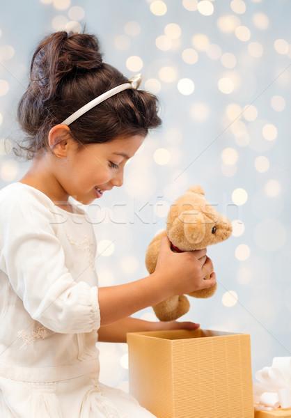 Stockfoto: Glimlachend · meisje · geschenkdoos · vakantie · presenteert · christmas